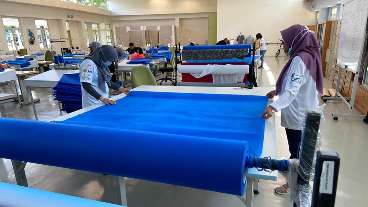Pusat Rehabilitasi PERKESO tidak ketinggalan untuk menghasilkan Personal Protective Equipment (PPE) kepada petugas barisan hadapan!